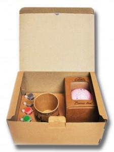 Коробка під набір для творчості (розмальовування ялинкової прикраси)